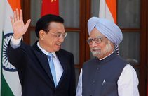 PM Manmohan Singh with his Chinese counterpart Li Keqiang at a joint press conference in New Delhi. PTI Photo